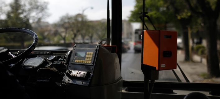 Μόνο από την μπροστινή πόρτα η επιβίβαση στα λεωφορεία και τρόλεϊ / Φωτογραφία: Konstantinos Tsakalidis / SOOC