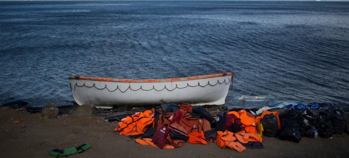 νεκροί μετανάστες σε ναυάγιο/Φωτογραφία: AP
