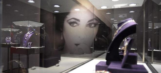 Ελίζαμπεθ Τέιλορ, κοσμήματα, ρεκόρ, δημοπρασία, συλλογή, σκουλαρίκια, διαμάντια,