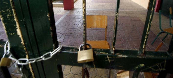«Ομπρέλα» της κυβέρνησης στους καταληψίες – Καταργεί με νόμο την ποινική τους δίωξη