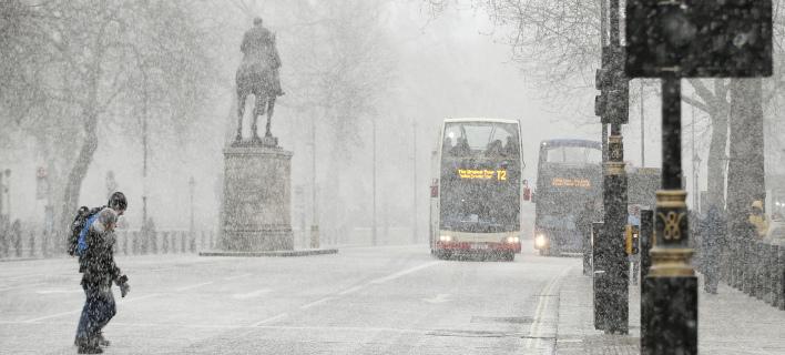 Σε κλοιό χιονιά το Λονδίνο - «Κόκκινος» συναγερμός από τη μετεωρολογική υπηρεσία [εικόνες]