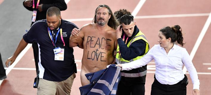 Γυμνός άνδρας έκανε σπριντ στο Παγκόσμιο πρωτάθλημα στίβου (Φωτογραφία: AP/ Martin Meissner)