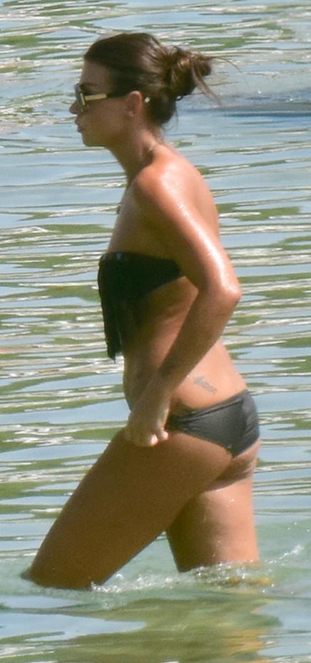 Τρέλανε την παραλία η Νίνα Λοτσάρη με σέξι μπικίνι!![Photos]