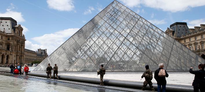 Το Μουσείο του Λούβρου (Φωτογραφία: AP Photo/Francois Mori)