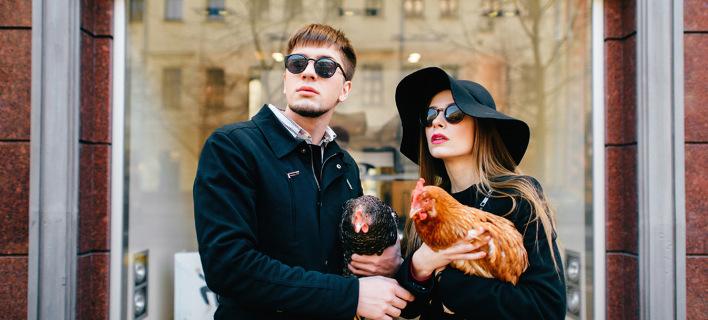 Το ζευγάρι που δεν αλλάζει κουβέντα και άλλα 12 πράγματα που θα δούμε την ημέρα του Αγίου Βαλεντίνου