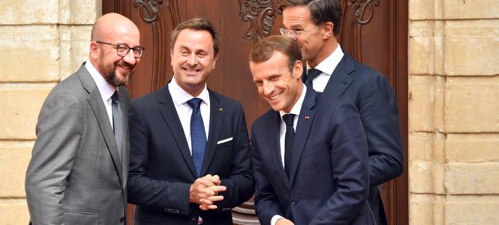 O Γάλλος πρόεδρος με τους πρωθυπουργούς Βελγίου, Λουξεμβούργου και Ολλανδίας (Φωτογραφία: ΑΡ)