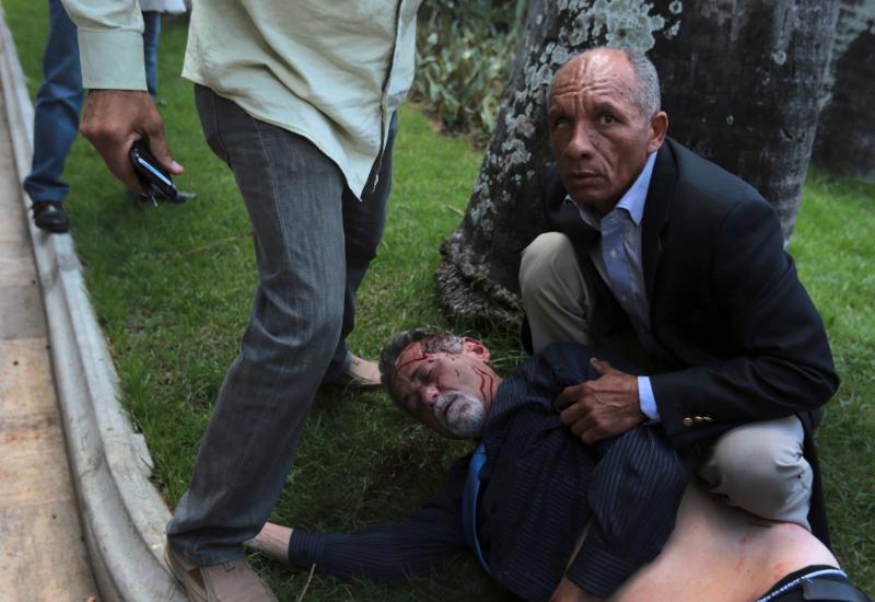mad2_7 Παγκόσμιο σοκ: Τα τσιράκια του Μαδούρο αιματοκύλισαν τη Βουλή της Βενεζουέλας [εικόνες]