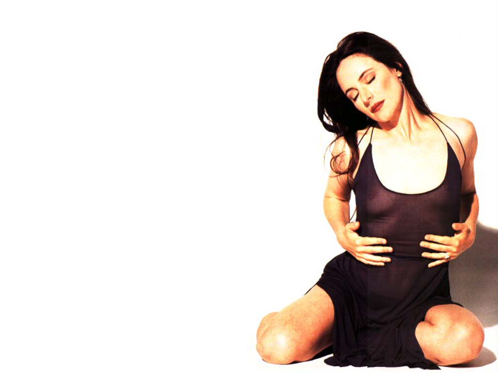 Madeleine Stowe Hot Pose 370d8