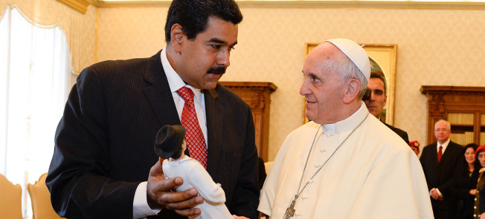 Στιγμιότυπο από παλαιότερη συνάντηση του Νικολάς Μαδούρο με τον Πάπα Φραγκίσκο στο Βατικανό/Φωτογραρία: Andreas Solaro/AP