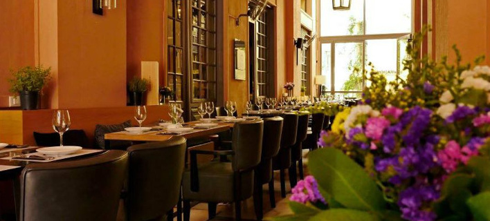 By the glass: Αυτό το wine bar-bistrot στο κέντρο είναι σημείο αναφοράς για κάθε οινόφιλο [εικόνες]