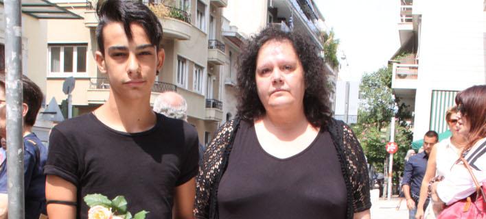 Η Μαίρη Μπάρκουλη με το γιο τους Νίκο. Φωτογραφία: Ndp photos