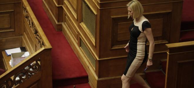 Μετωπική Ραχήλ Μακρή με... όλους στη Βουλή: «Είστε λαμόγια» -«Προφανώς δεν έχεις