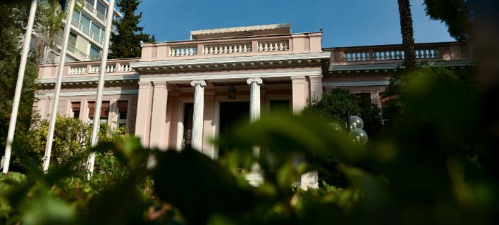 Η κυβέρνηση απειλεί τους Θεσμούς με μονομερή ενέργεια στα κόκκινα δάνεια