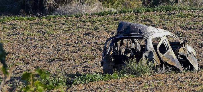 Ο,τι απέμεινε από το αυτοκίνητο της δημοσιογράφου (Φωτογραφία: AP/ Rene Rossignaud)
