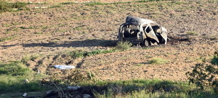 Το αυτοκίνητο της δημοσιογράφου μετά την έκρηξη (Φωτογραφία: AP)
