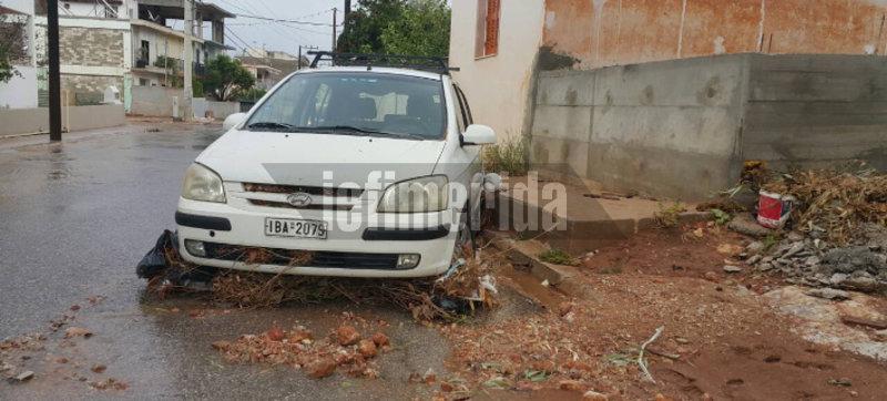 Οδηγός κινδύνευσε στη Μάνδρα