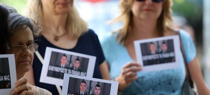 H κίνηση «Ελληνίδες Μάνες» μπροστά στο τουρκικό προξενείο για τους 2 Ελληνες στρατιωτικούς [εικόνες]