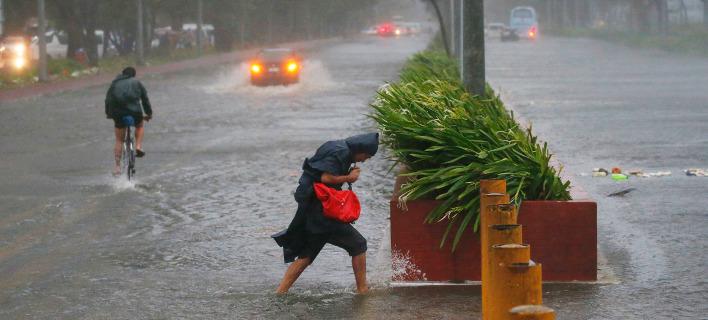 Ο τυφώνας Μανγκούτ πλήττει τις Φιλιππίνες. Φωτογραφία: AP