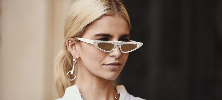 Μια fashion blogger ποζάρει στο φακό/ Φωτογραφία: Shutterstock