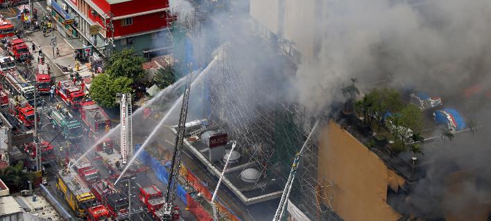 Πυρκαγιά σε ξενοδοχείο στη Μανίλα (Φωτογραφίες: AP/ Bullit Marquez)