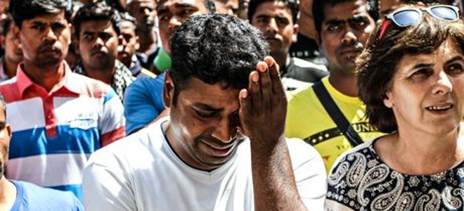 Guardian: Σοκαριστικές διηγήσεις μεταναστών στη Μανωλάδα -Αυτές οι φράουλες είναι γεμάτες με αίμα! [εικόνες]