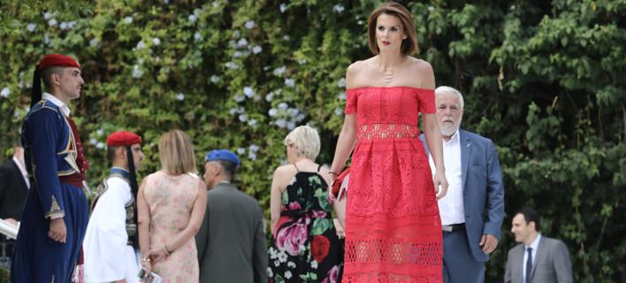 Η Κατερίνα Μάρκου στα κόκκινα, οι κυρίες με τα μαύρα και οι βουλευτίνες με τα έξαλλα ντυσίματα -Ολα όσα έγιναν χθες στους κήπους του Προεδρικού Μεγάρου [εικόνες]