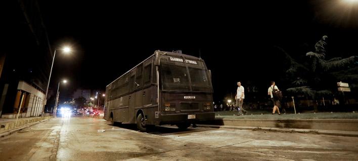 Από την επίθεση στην κλούβα των ΜΑΤ στη Θεσσαλονίκη/Φωτογραφία: Intimenews