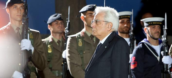 Ο Ιταλός πρωθυπουργός καταθέτει στεφάνι στο Μνημείο Πεσόντων στην Κέρκυρα/Φωτογραφία:Intimenews