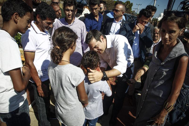Παιδιά έσπευσαν να χαιρετήσουν τον Αλέξη Τσίπρα- φωτογραφία eurokinissi