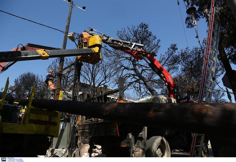 Με εντατικούς ρυθμούς εργάζονται και οι τεχνικοί για να επανέλθει στην περιοχή η ηλεκτροδότηση