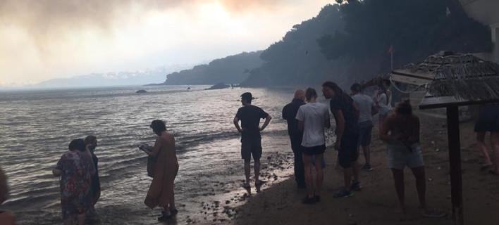 Ιστορίες τραγωδίας γράφτηκαν στην παραλία στο Μάτι -Φωτογραφία: facebook