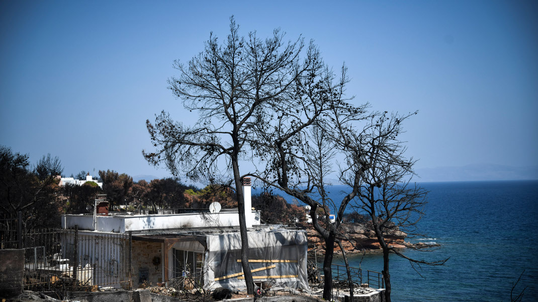 Σαράντα ημέρες από την φονική πυρκαγιά στο Μάτι, οι πληγές χάσκουν ανοικτές -Φωτογραφία: EUROKINISSI/ΜΙΧΑΛΗΣ ΚΑΡΑΓΙΑΝΝΗΣ