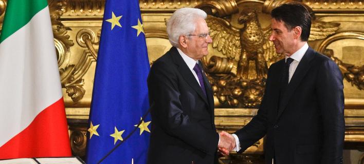 O πρόεδρος της Ιταλίας, Σέρτζιο Ματαρέλα και ο πρωθυπουργός Τζουζέπε Κόντε (Φωτογραφία: ΑΡ)