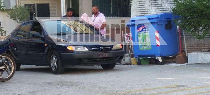 Στον εισαγγελέα η μαυροφορεμένη 55χρονη που χαράκωνε μωρά σε mall στα νότια προάστια [εικόνες]