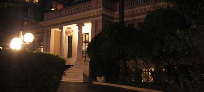 Το τελευταίο χαρτί του Μαξίμου: Υπογραφή της συμφωνίας με την Τρόικα μετά τις εκλογές