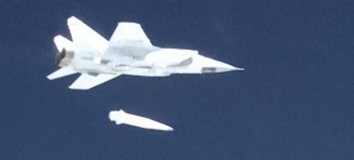 Ρωσικό μαχητικό εκτοξεύει υπερηχητικό πύραυλο/ Φωτογραφία: AP