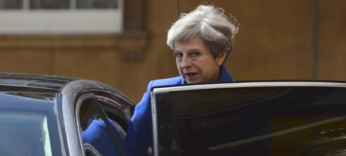 Κομφούζιο στη Βρετανία: Η Μέι τελικά δεν τα έχει βρει ακόμη με το DUP