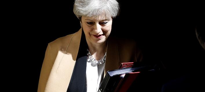 Βρετανία: Η Βουλή στήριξε την Μέι -Με συντριπτική πλειοψηφία εγκρίθηκαν οι πρόωρες εκλογές