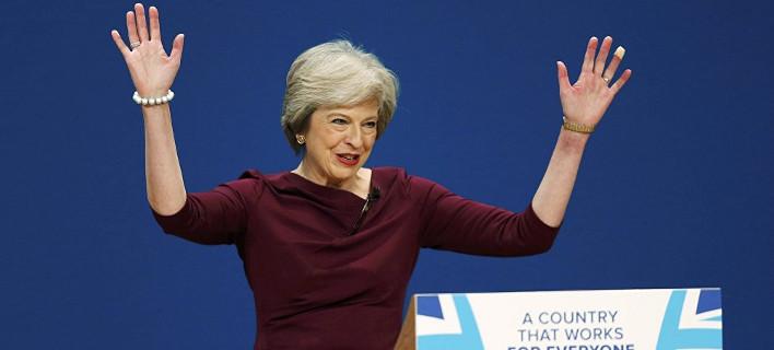 Guardian: Η Μέι μεγαλοπιάνεται, αλλά το Ηνωμένο Βασίλειο είναι πιο μικρό από ποτέ