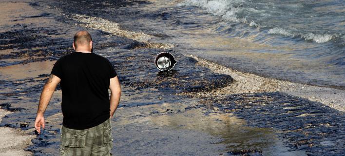 Eικόνες-σοκ στον Σαρωνικό από τη διαρροή μαζούτ -Μεγάλη περιβαλλοντική και οικονομική ζημιά