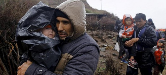Τραγωδία με κακοκαιρία: Αλλοι 5.000 μετανάστες έφτασαν σε ένα 24ωρο στη Λέσβο [εικόνες]