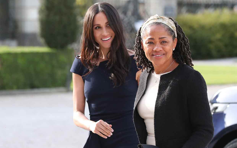 Η Μέγκαν Μαρκλ με την μητέρα της χθες, μετά τη γνωριμία της δεύτερης με την βασίλισσα Ελισάβετ. Η ηθοποιός με την μητέρα της έμειναν χθες σε πολυτελές ξενοδοχείο μισή ώρα από το κάστρο των Ουίνδσορ