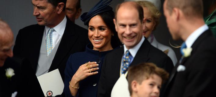 Όχι ένα αλλά τρία δαχτυλίδια φόρεσε η Μέγκαν Μαρκλ. Φωτογραφία: Splash News