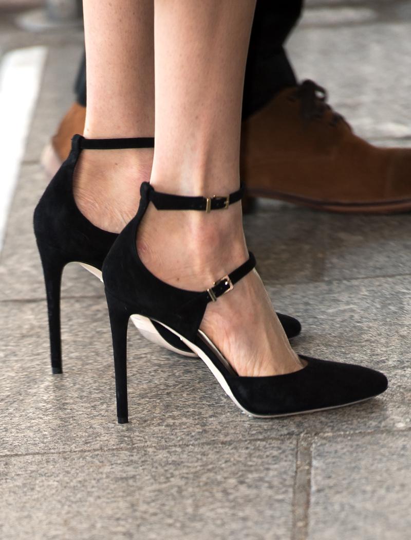 Τα ακριβά γούστα της Μέγκαν Μαρκλ -Τα δεκάδες παπούτσια και το ... 16f14c7553c