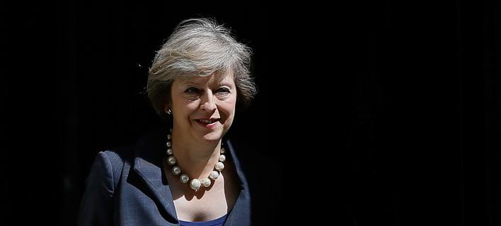 Βρετανία: Η Τερέζα Μέι σε τροχιά σύγκρουσης με υπουργούς της για το Brexit