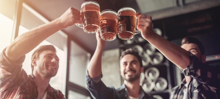 Μόλις 58 λεπτά κοστίζει ένα ποτήρι μπίρα στο Καράκας της Βενεζουέλας. Φωτογραφία: Shutterstock