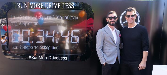 Ο Διευθυντής Marketing & Επικοινωνίας της Mercedes-Benz Eλλάς, Π. Ριτσώνης μαζί με τον Σ. Ρουβά στο booth της Mercedes-Benz