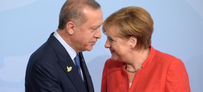 Ανγκελα Μέρκελ & Ρετζέπ Ταγίπ Ερντογάν (Φωτογραφία: AP Photo/Jens Meyer)