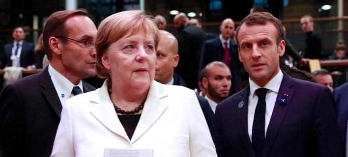 Η Ανγκελα Μέρκελ και ο Εμανουέλ Μακρόν στο Παρίσι -Φωτογραφία: Gonzalo Fuentes, Pool via AP