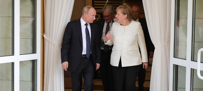 Τι θα μπει στην ατζέντα της συνάντησης Μέρκελ-Πούτιν / Φωτογραφία: AP